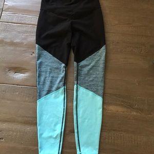 Old Navy Pants - Old Navy active leggings size medium